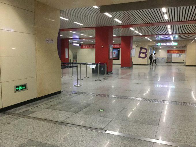 中国地下鉄のプラットホーム