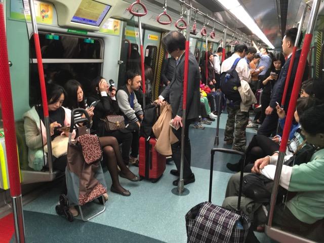 香港地下鉄車内
