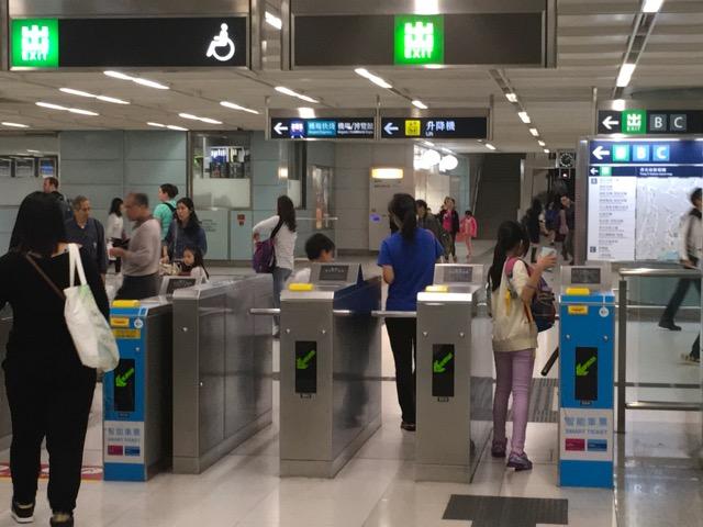 香港地下鉄改札