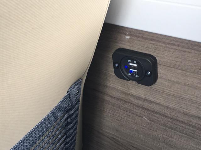 香港バス車内USB充電