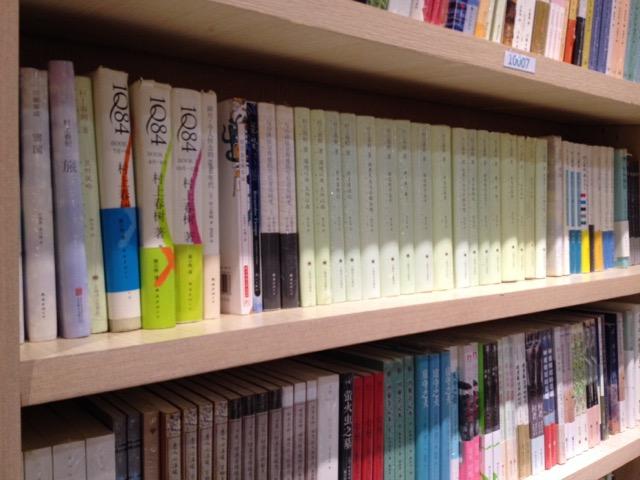 深セン本屋の本棚」